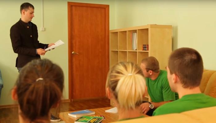 Групповые занятия постояльцев в реабилитационном центре «Сфера» (Челябинск)