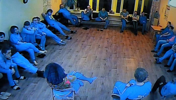 Групповые занятия постояльцев в реабилитационном центре «Вершина» (Чебоксары)