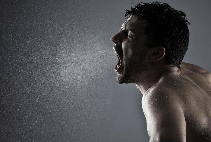 Чем крепче алкоголь, тем сильнее и неприятнее запах перегара