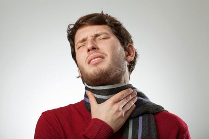 Боль в горле и общая слабость - основные симптомы при ангине