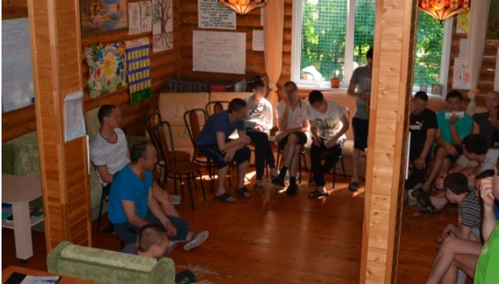 Групповые занятия постояльцев в Центре социальной адаптации «Свобода» (Ульяновск)