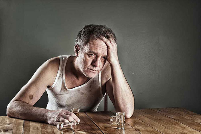 Длительное злоупотребление алкоглем может стать причиной Корсаковского психоза
