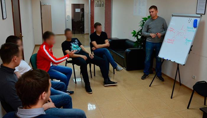 Групповые занятия постояльцев в реабилитационном центре «Новая жизнь» (Ульяновск)