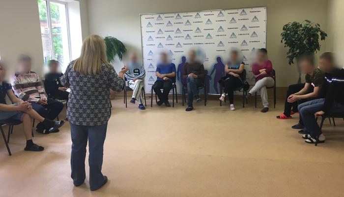 Групповые занятия постояльцев в реабилитационном центре «Вершина» (Уфа)