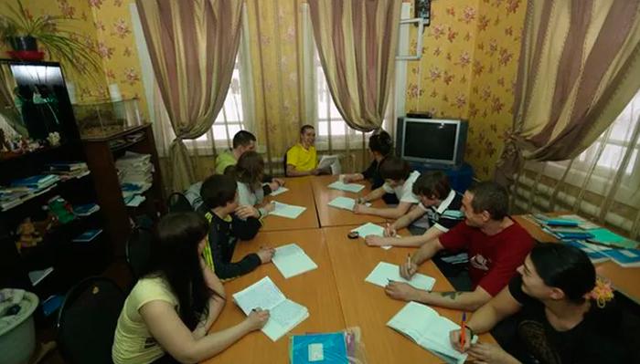 Занятия постояльцев в реабилитационном центре «Борей» (Бобровское)