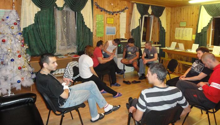 Групповые занятия постояльцев в реабилитационном центре «Сильное поколение» (Уфа)