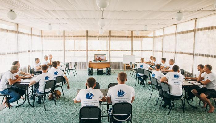 Групповые занятия постояльцев в реабилитационном центре «Корабли» (Уфа)