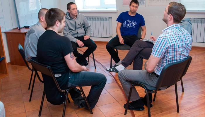 Групповые занятия постояльцев в реабилитационном центре «Инсайт» (Ульяновск)