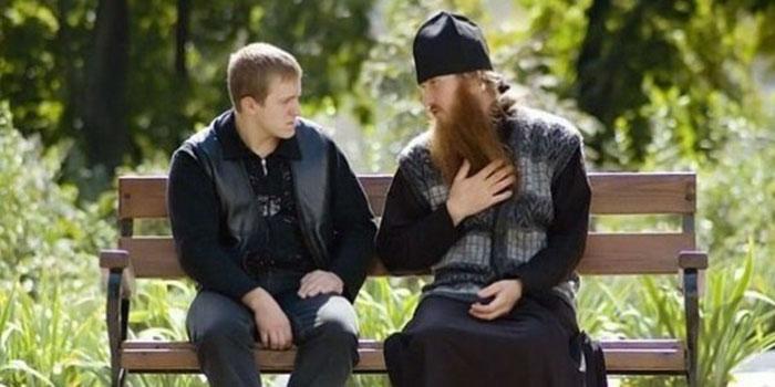 Общение со священнослужителями - одно из составляющих лечения алкоголизма