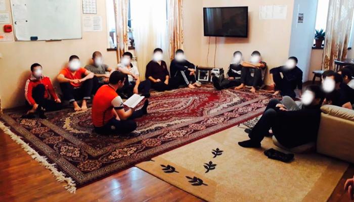 Групповые занятия постояльцев в Центре реабилитации наркозависимых «Баракат» (Махачкала)
