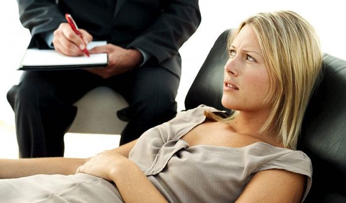 Немаловажна и работа с психологом при лечении пищевой зависимости