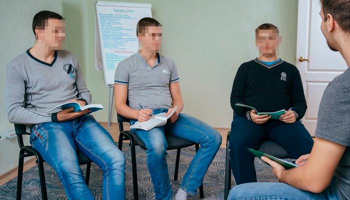 Групповые занятия постояльцев в реабилитационном центре «Развитие» (Тюмень)