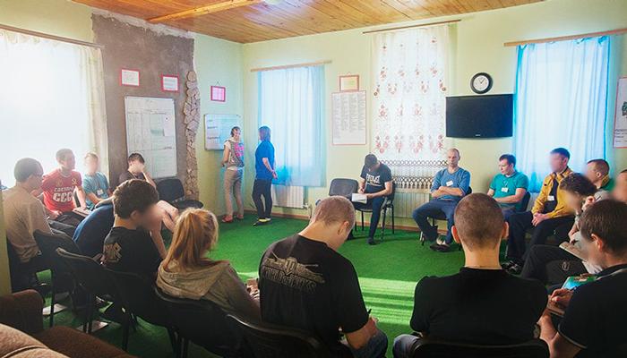 Групповые занятия постояльцев в реабилитационном центре «Пульс» (Казань)