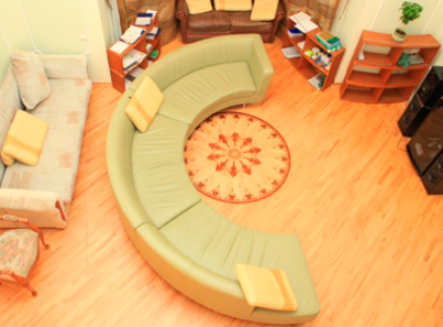 Гостиная в реабилитационном центре «Решение» (Тюмень)