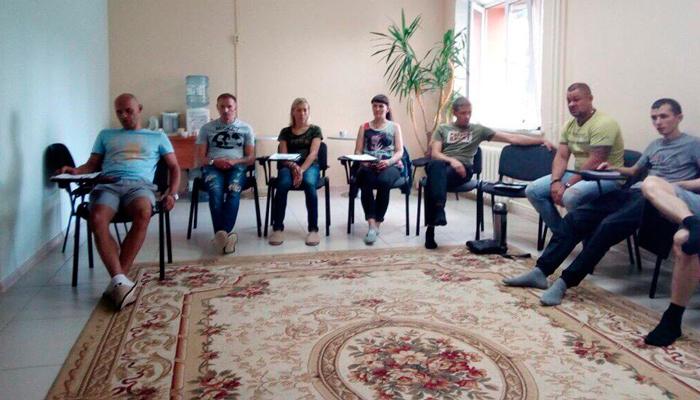 Групповые занятия постояльцев в реабилитационном центре «Выбор» (Тюмень)