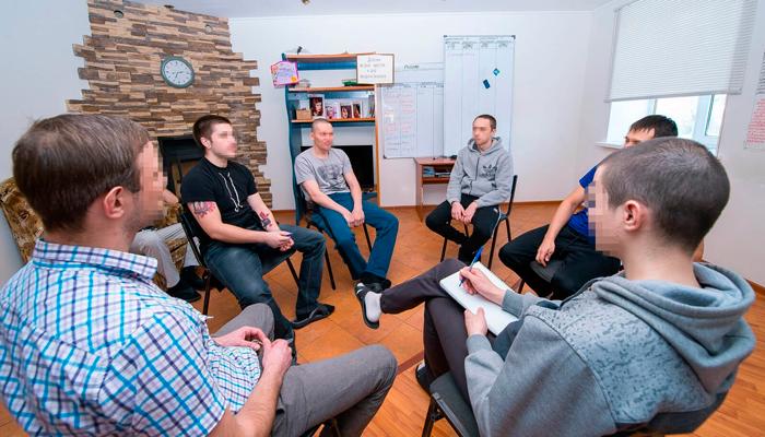 Групповые занятия постояльцев в реабилитационном центре «Инсайт» (Курск)