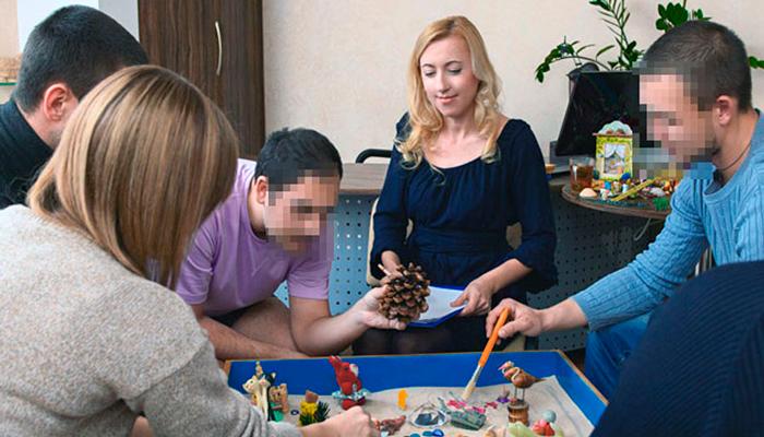 Групповые занятия постояльцев в реабилитационном центре «Мечта» (Кемерово)