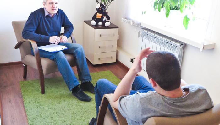 Индивидуальные занятия больных с психологом в реабилитационном центре «Пирамида» (Екатеринбург)