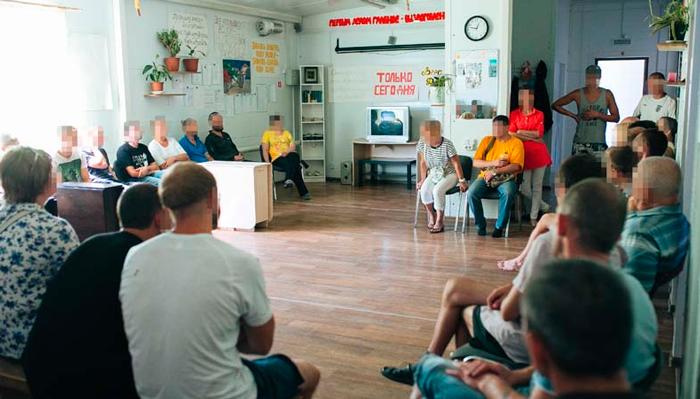 Групповые занятия постояльцев в реабилитационном центре «Становление» (Тюмень)