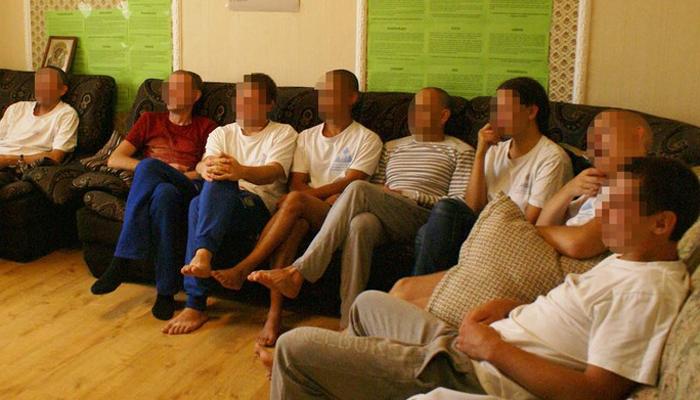Групповые занятия постояльцев в реабилитационном центре «Вершина» (Тюмень)