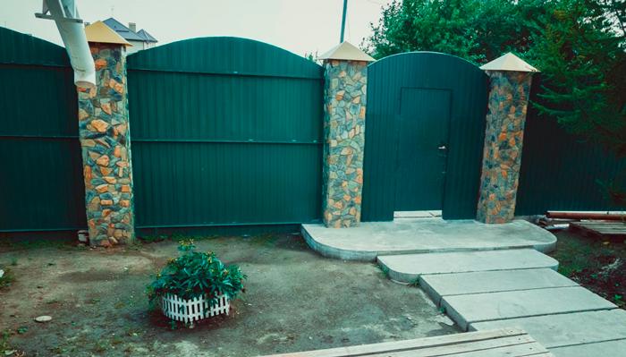 Двор реабилитационного центра «Свобода» (Тюмень)
