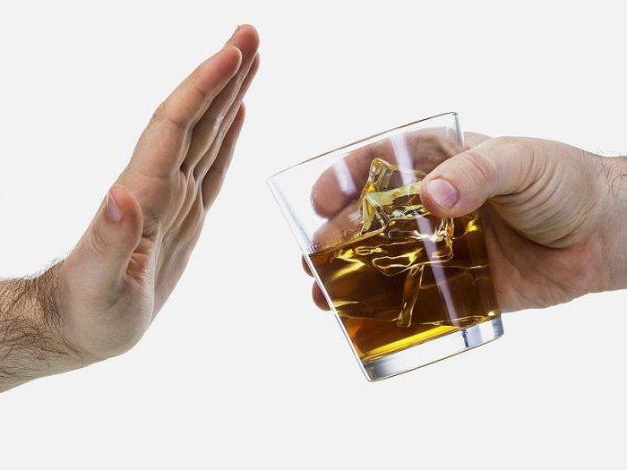 Врачи рекомендуют полностью исключить алкоголь во время приема Амиксин