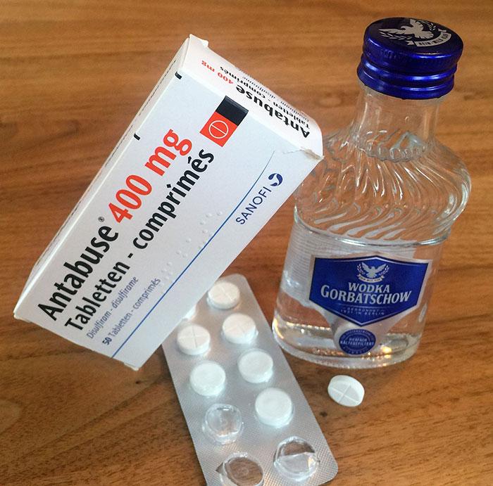 Антабус препятствует процессу преобразования спирта в ацетат