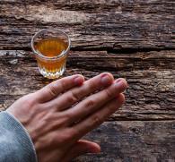 Как самостоятельно навсегда отказаться от алкоголя мужчине и женщине - советы нарколога