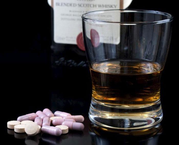 Квалифицированные специалисты не рекомендуют совмещать прием Супрастина и алкоголя