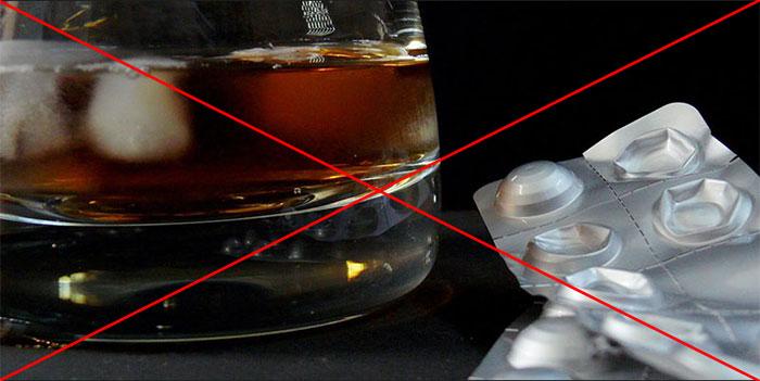 Специалисты не рекомендуют совмещать Хофитол и алкоголь