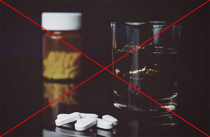 Мнение врачей - Дифлюкан и алкоголь совмещать не рекомендуется