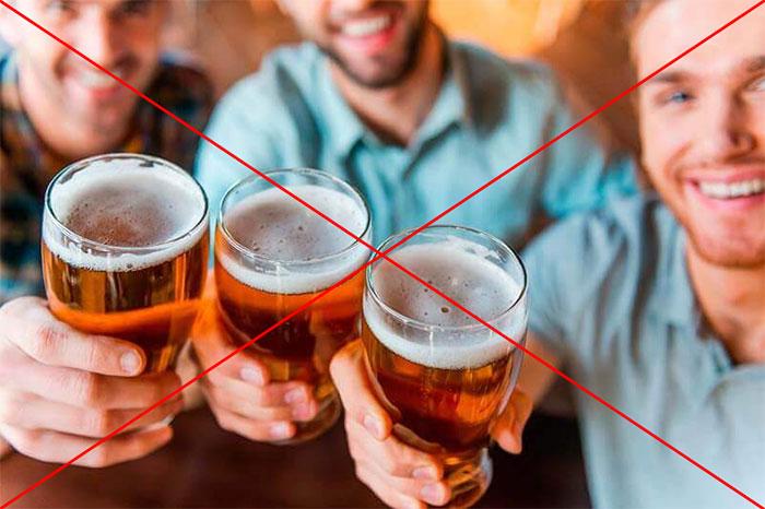 Врачи не рекомендуют совмещать большое количество алкоголя и Валериану
