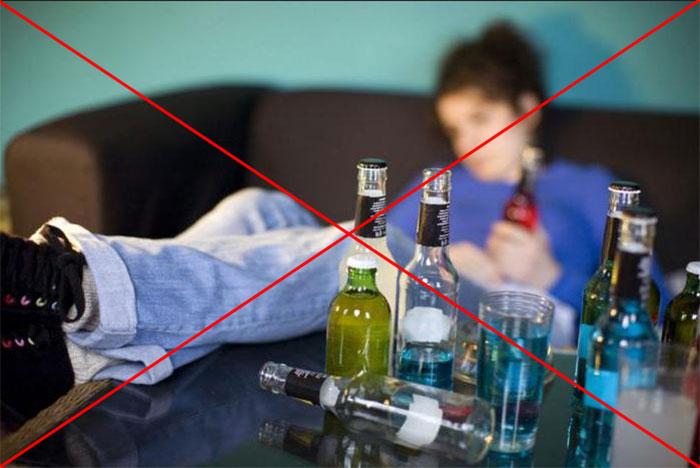 Специалисты не рекомендуют совмещать прием спиртного и Мидокалма