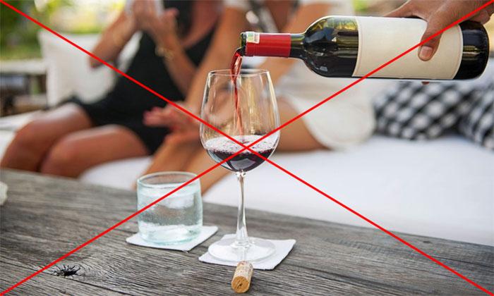 Врачи рекомендуют не совмещать спиртное с Панкреатином