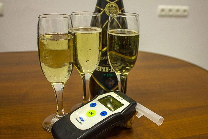 Время выветривания шампанского зависит от физиологических особенностей организма и количества выпитого