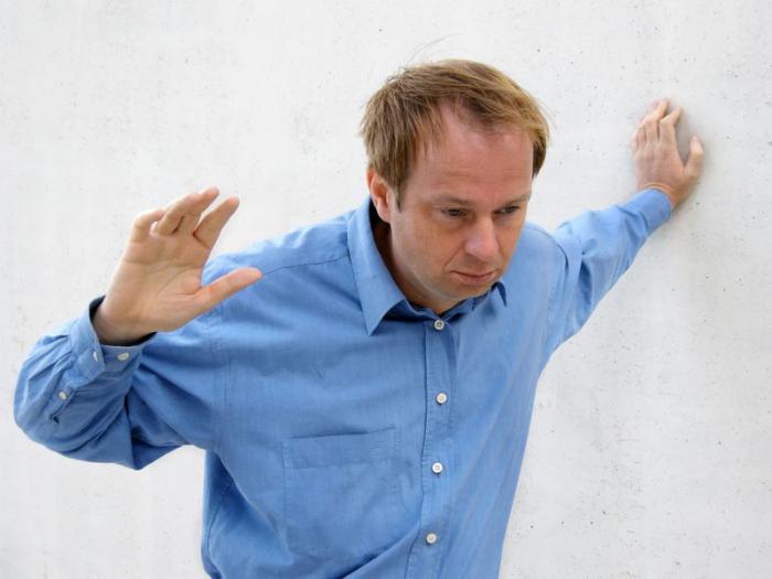 Средняя степень опьянения характеризуется дезориентацией в пространстве, речь становится невнятной