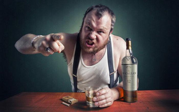 Отмирание клеток головного мозга при алкоголизме влечет деградацию личности и агрессию