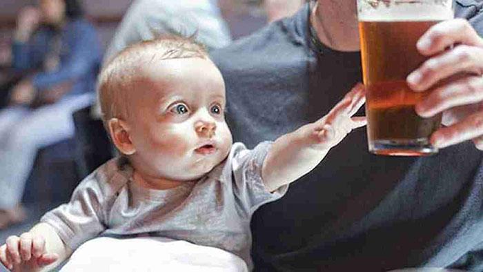 Основная причина появления детского алкоголизма - халатное отношение к ребёнку со стороны родителей