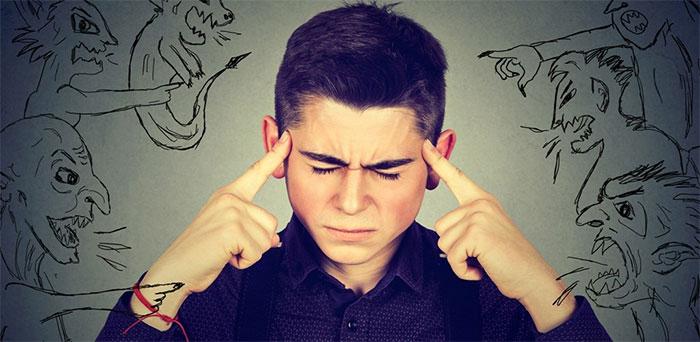 Алкогольный галлюциноз чаще всего проявляется слуховыми галлюцинациями
