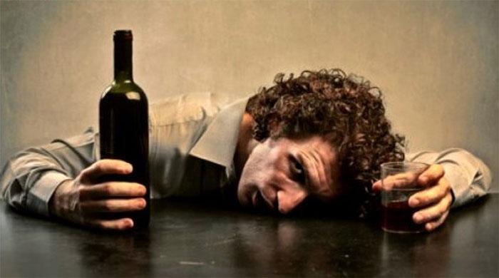 Тяжёлая стадия опьянение характеризуется непредсказуемым поведением и реакциями организма
