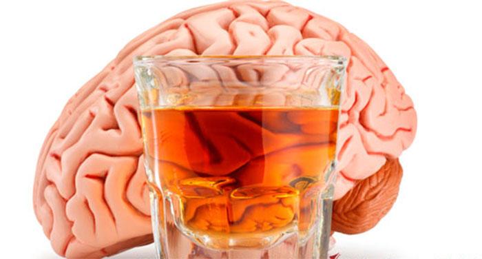 Специалисты рекомендуют исключить употребление спиртного после инсульта