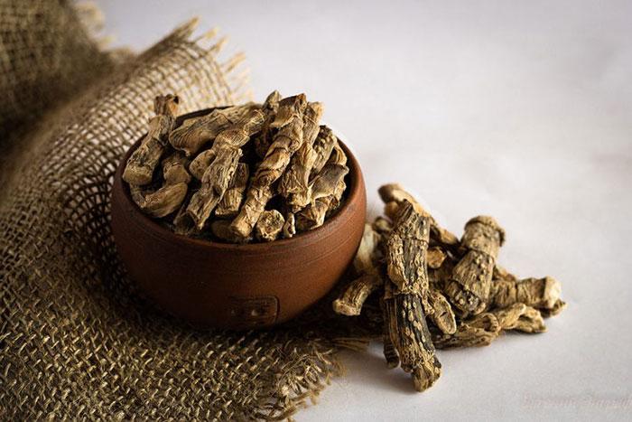 Самым эффективным способом при борьбе с курением является жевание сушёного корня Аира