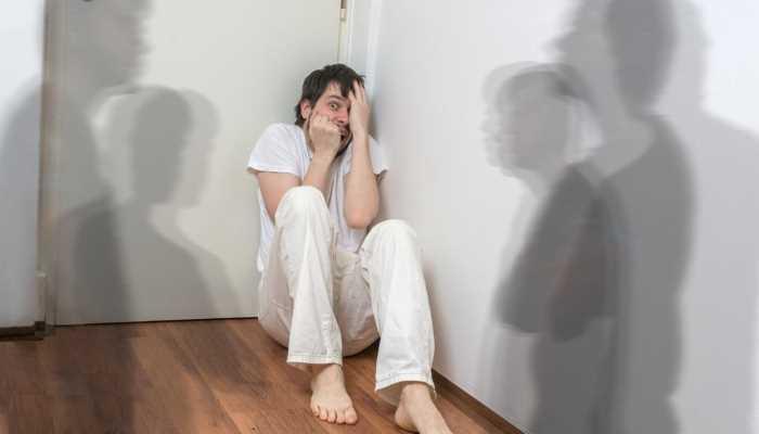 Алкогольный галлюциноз проявляется чувствами страха и тревожности
