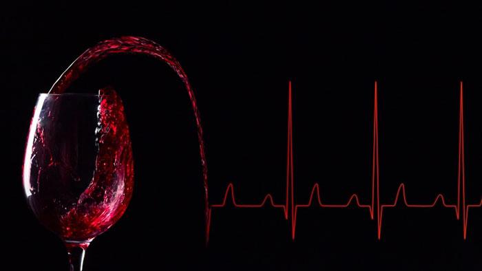 Алкоголизм способствует развитию заболеваний сердца различных патологий