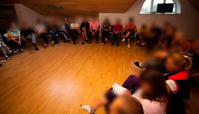 Групповые занятия постояльцев в наркологической клинике «Чистый путь» (Москва)