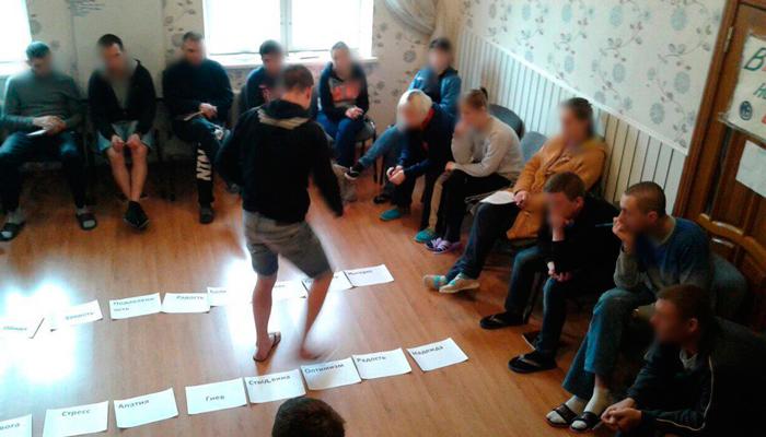 Групповые занятия постояльцев в реабилитационном центре «Открытие» (Москва)