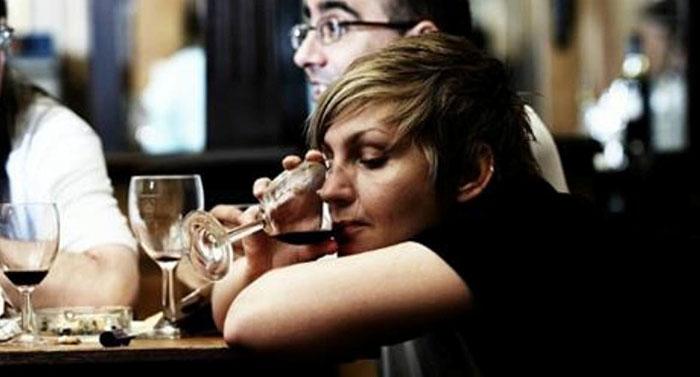 Основными причинами скрытого алкоголизма являются социальные и психологические проблемы человека