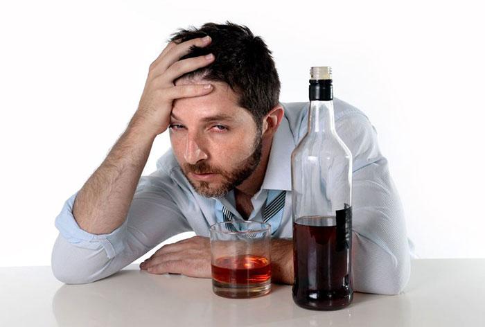 Скрытый алкоголизм может перейти в хроническую стадию заболевания
