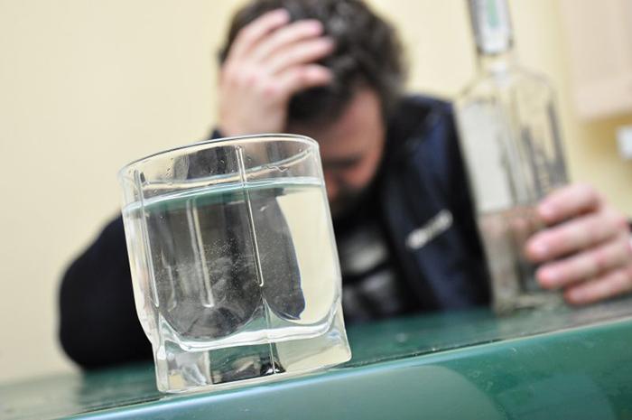Алкоголизм является проблемой в любом возрасте и социальном положении