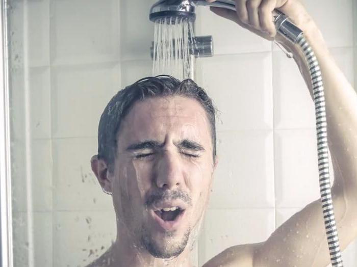 Контрастный душ и обильное питьё поможет при головокружении с похмелья
